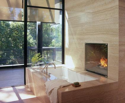 modern bathroom by Studio William Hefner