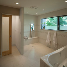 Modern Bathroom by DRAW Architecture