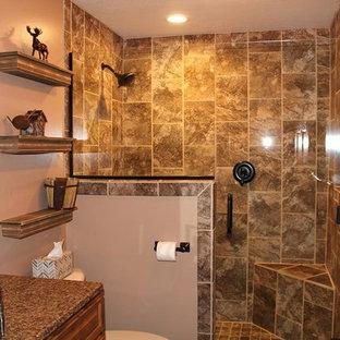 ミネアポリスの中サイズのおしゃれなマスターバスルーム (レイズドパネル扉のキャビネット、濃色木目調キャビネット、オープン型シャワー、分離型トイレ、ベージュのタイル、茶色いタイル、磁器タイル、ベージュの壁、ベッセル式洗面器、御影石の洗面台、オープンシャワー) の写真