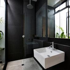 Contemporary Bathroom by Daniel Ash Architects