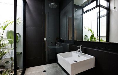 11 Striking Black Bathrooms