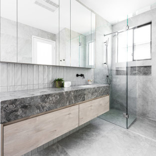 Photo of a contemporary bathroom in Brisbane with marble benchtops.