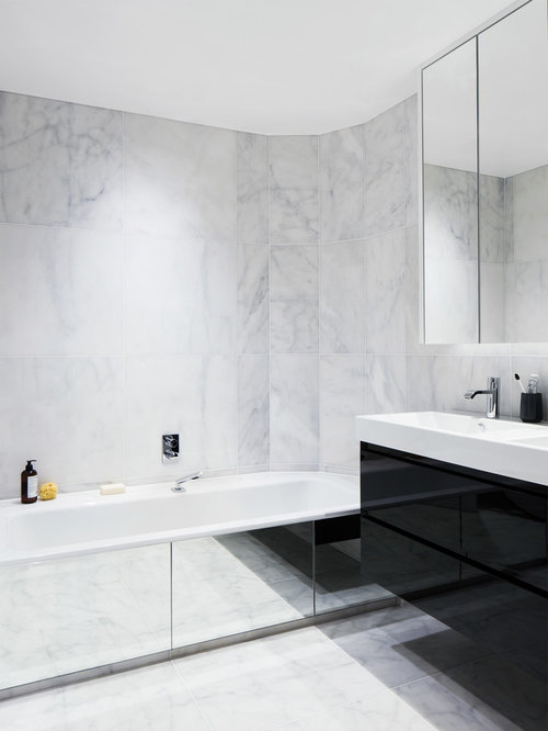 Inspiration For A Large Contemporary And Modern Ensuite Bathroom In London  With A Console Sink,