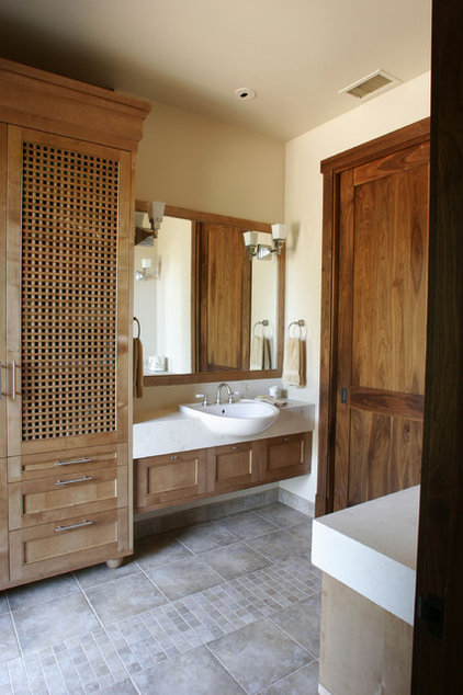 Rustic Bathroom by Mahoney Architects & Interiors