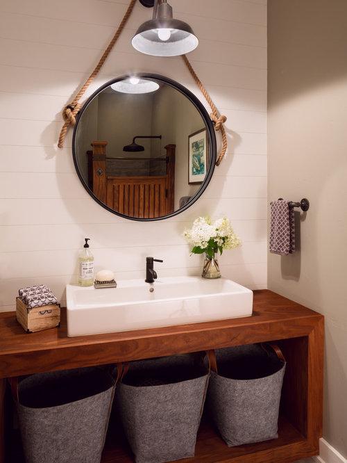 Salle de bain campagne avec des portes de placard en bois for Porte placard salle de bain bois