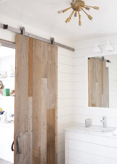 Transitional Bathroom by Albertsson Hansen Architecture, Ltd
