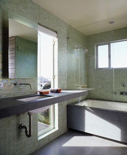 Modern Bathroom by Schwartz and Architecture