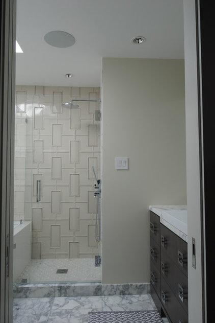 Midcentury Bathroom Wolfberg Residence