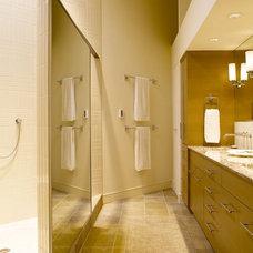 Contemporary Bathroom by H2K design Inc.