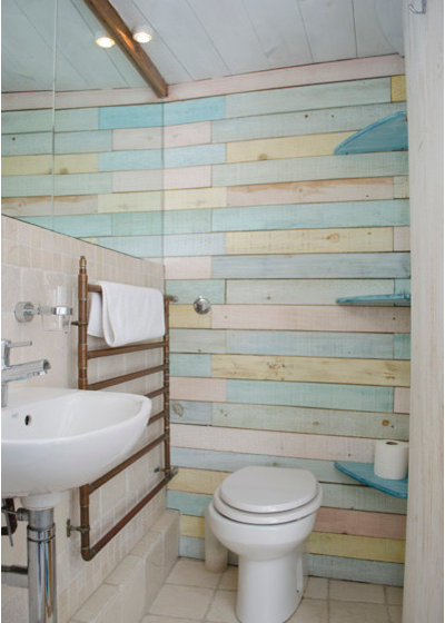 Discover the power of wood panelling in bathrooms for Wood panelled bathroom ideas