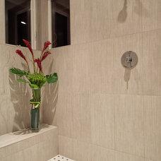 Contemporary Bathroom by Studio 212 Interiors