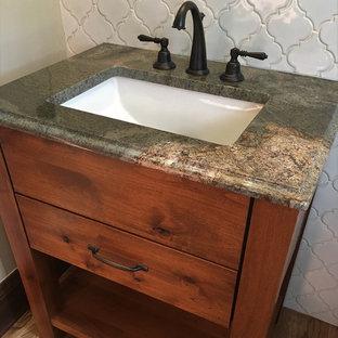 Ejemplo de cuarto de baño con ducha, rural, pequeño, con armarios con paneles lisos, puertas de armario marrones, baldosas y/o azulejos blancos, baldosas y/o azulejos en mosaico y encimera de granito
