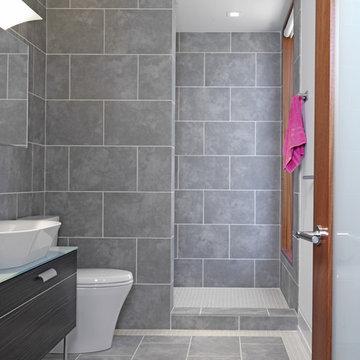 Woodvalley House - Bathroom