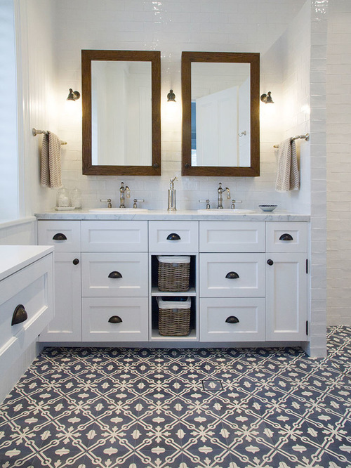 1,859 Farmhouse Bathroom with White Cabinets Design Ideas & Remodel Pictures | Houzz
