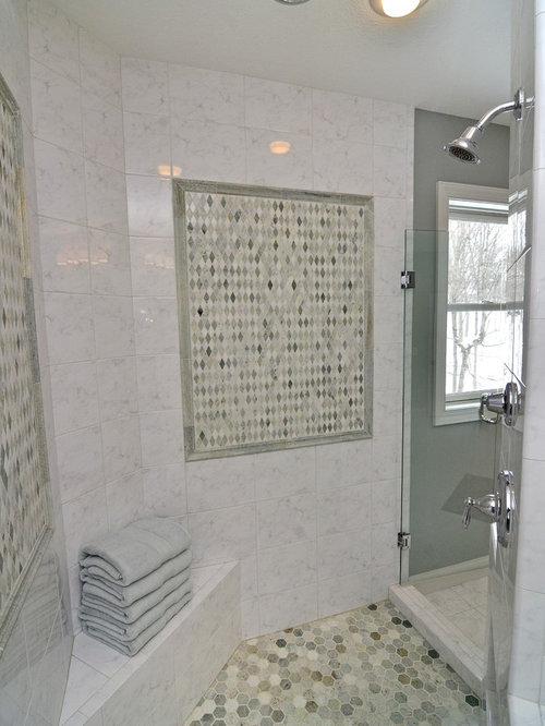 Rustic beach bathroom decor - Elegant Bathroom Photo In Minneapolis With An Alcove Shower And Gray