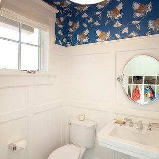 Imagen de cuarto de baño clásico renovado, pequeño, con lavabo con pedestal, paredes azules, baldosas y/o azulejos grises, baldosas y/o azulejos de cerámica y suelo de baldosas de cerámica