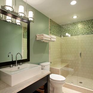 Идея дизайна: ванная комната среднего размера в современном стиле с настольной раковиной, фасадами островного типа, черными фасадами, столешницей из гранита, душем в нише, раздельным унитазом, зеленой плиткой, керамической плиткой, зелеными стенами, полом из известняка и душевой кабиной