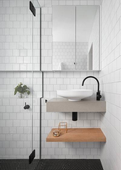 Scandinavian Bathroom by smarterBATHROOMS+