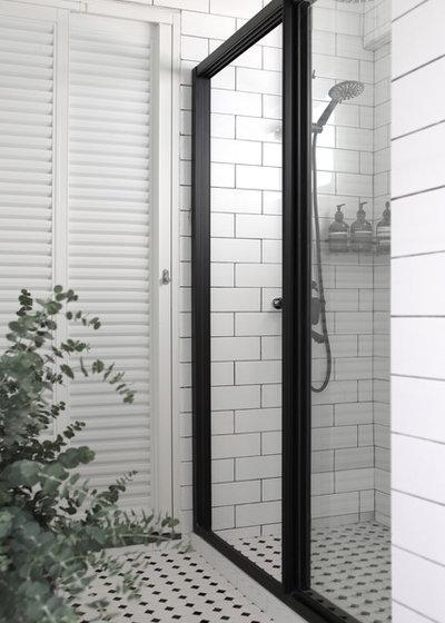 Contemporary Bathroom by SYNC INTERIOR PTE. LTD.