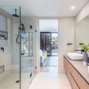 Photo of a contemporary bathroom in Canberra - Queanbeyan.