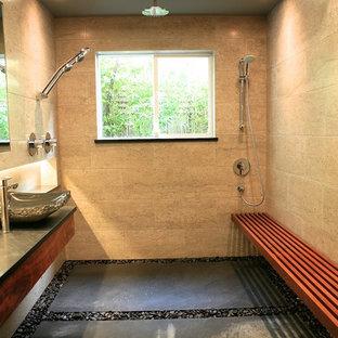 Ispirazione per una stanza da bagno padronale etnica di medie dimensioni con lavabo a bacinella, ante lisce, ante in legno bruno, top in saponaria, doccia a filo pavimento, piastrelle grigie, piastrelle in pietra e pareti grigie