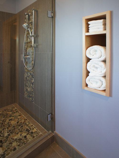 Salle de bain asiatique avec des portes de placard en bois for Porte de placard salle de bain