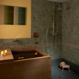 Immagine di un'ampia stanza da bagno etnica