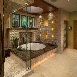 Diseño de cuarto de baño principal, de estilo zen, grande, con paredes verdes, bañera encastrada sin remate, ducha esquinera, suelo de mármol y baldosas y/o azulejos de piedra caliza