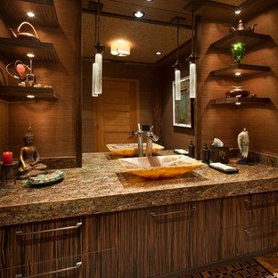 Ispirazione per una stanza da bagno con doccia etnica di medie dimensioni con ante lisce, ante in legno bruno, piastrelle beige, lastra di pietra, pareti beige, pavimento con piastrelle a mosaico, lavabo a bacinella, top in granito e pavimento multicolore