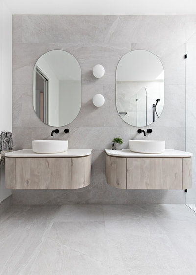 Modern Bathroom by polytec