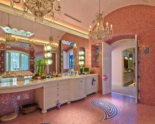 Bagno con top in superficie solida e piastrelle rosa foto idee