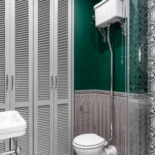 На фото: ванная комната в стиле современная классика с зелеными стенами, душевой кабиной, консольной раковиной, унитазом и тумбой под одну раковину