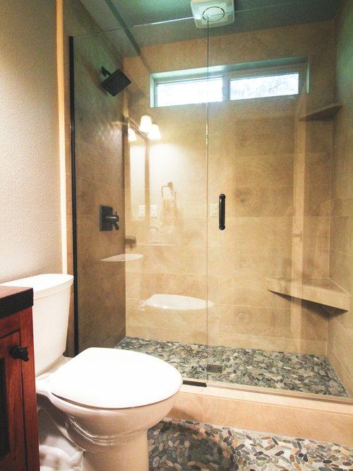 Salle de bain avec un lavabo pos et un sol en galet for Pose d un lavabo