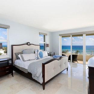 Imagen de dormitorio principal, contemporáneo, de tamaño medio, sin chimenea, con paredes blancas, suelo de baldosas de porcelana y suelo beige