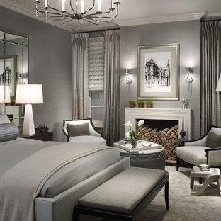 Стильный дизайн: спальня в стиле современная классика с серыми стенами и стандартным камином - последний тренд