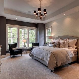 Idee per una camera da letto tradizionale con moquette e pareti grigie