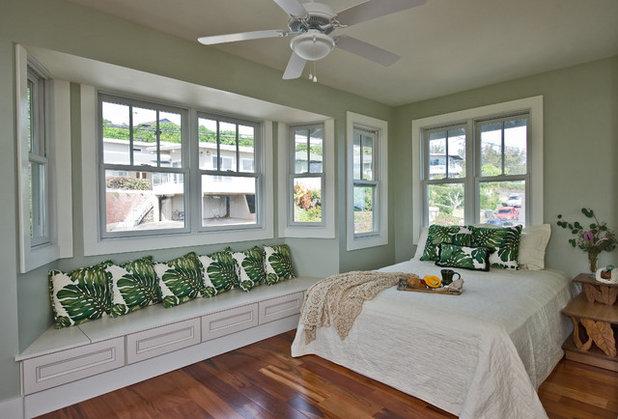 Tropical Bedroom by MOKULUA High Performance Builder