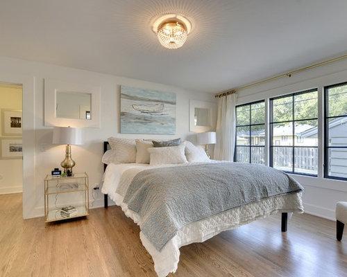 Medium sized contemporary bedroom design ideas renovations photos - Medium size bed room design in red ...