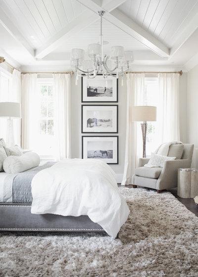Современная классика Спальня by Set To Sell, LLC