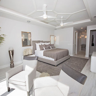 Idée de décoration pour une grand chambre parentale minimaliste avec un mur blanc et un sol en marbre.