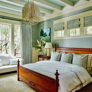 Imagen de dormitorio marinero con paredes azules, suelo de madera oscura y suelo marrón