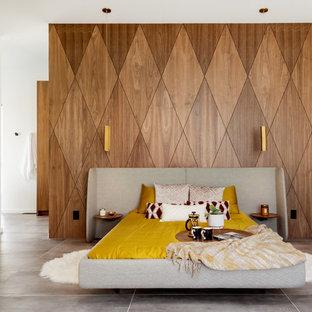 Camera da letto moderna con pavimento con piastrelle in ...