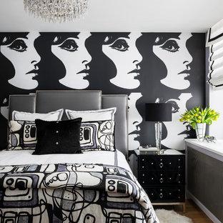 Diseño de dormitorio principal, actual, pequeño, sin chimenea, con paredes multicolor