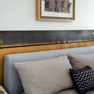 На фото: хозяйские спальни в стиле ретро с белыми стенами, паркетным полом среднего тона, двусторонним камином и фасадом камина из штукатурки