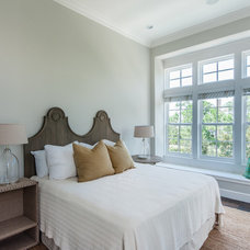 Bedroom by Emerald Coast Real Estate Photography