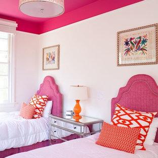 Стильный дизайн: гостевая спальня в стиле современная классика с белыми стенами - последний тренд