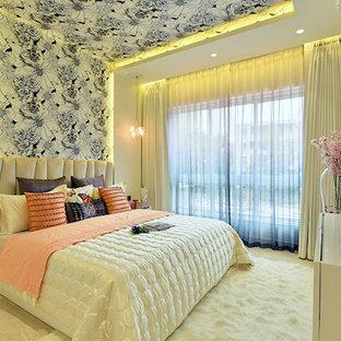 Ejemplo de habitación de invitados contemporánea, de tamaño medio, con paredes blancas y suelo de mármol