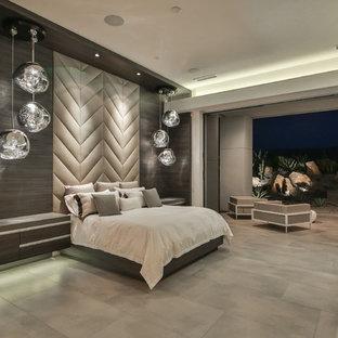 Imagen de dormitorio contemporáneo con paredes grises, chimenea tradicional y suelo gris