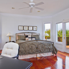 tropical bedroom by Just Perfect! Home Staging + More