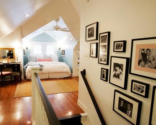 Camera da letto stile loft eclettica con pareti blu - Foto e Idee ...